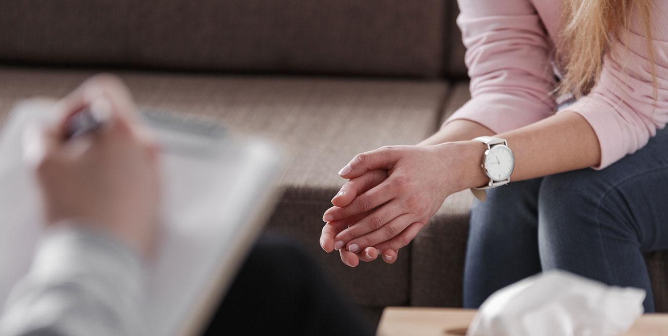 Sala com paciente e psicólogo